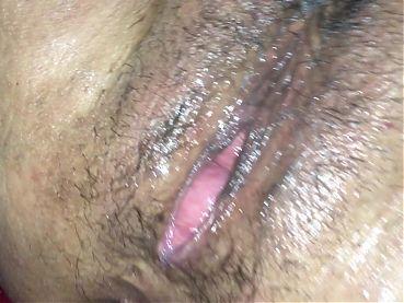 Mujer caliente masturbandose con Dildo
