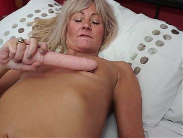 Sexy mature mom with skinny hungry body