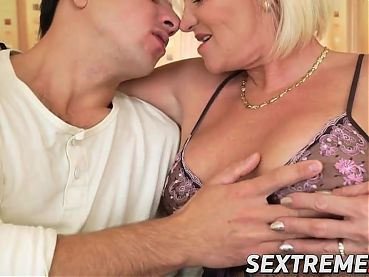 Horny blonde mature gets Robs fat dick inside her cunt
