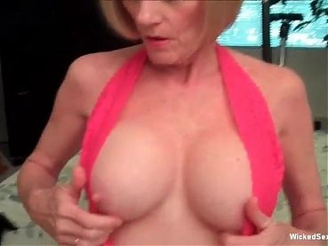 Loving My Amateur GILF Blowjob